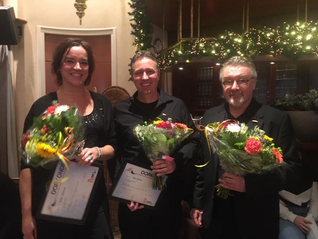 De jubilarissen van Fanfare OBK. V.l.n.r.: Esther Gerretzen, René Bosveld en Rinie Bosveld.