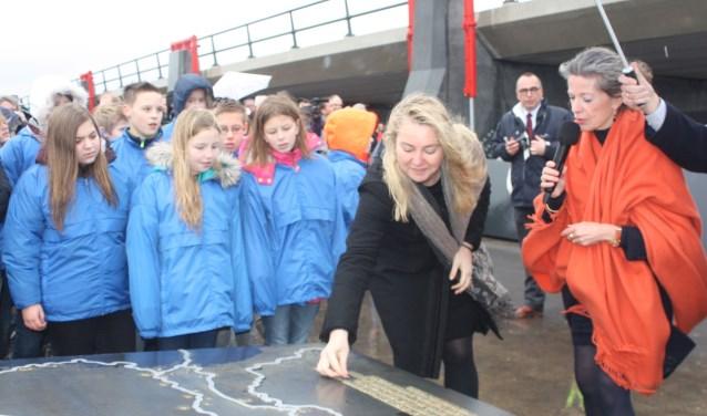 Minister Melanie Schultz opende in februari vorig jaar de hoogwatergeul, nu is er de nominatie voor de Nederlandse Bouwprijs.