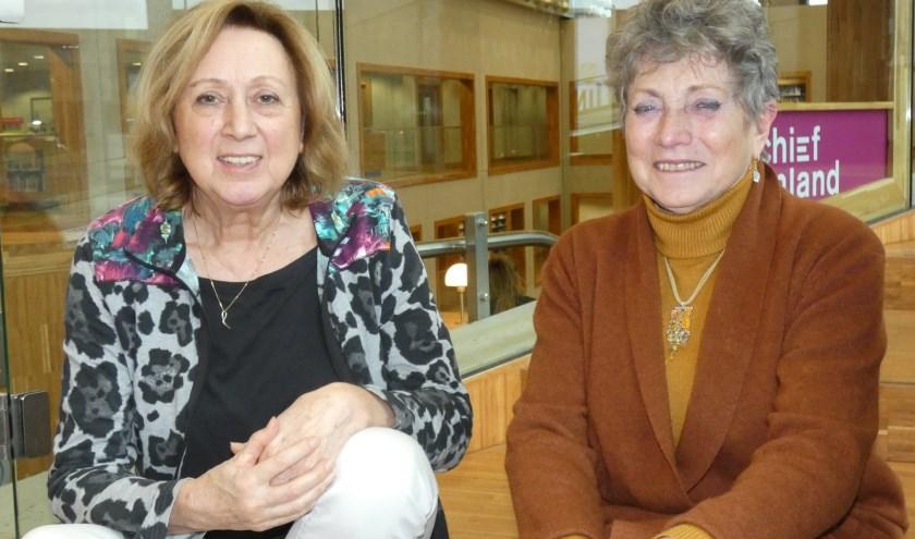 Jeannine Fransen en Liesbeth Ram verheugen zich op de Week van de Leesclub.