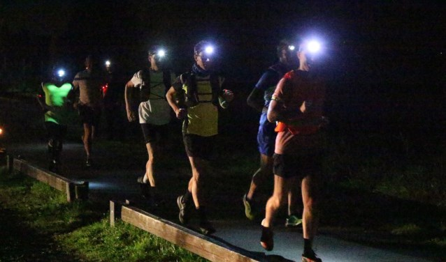 De Nighttrail en FunRun spelen zich af rondom de Skipiste en zijnonverlicht. Foto: Jan Willem Nota