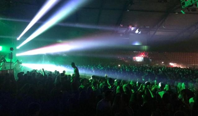 Jongeren vieren een nieuwjaarsfeest in Silverdome.