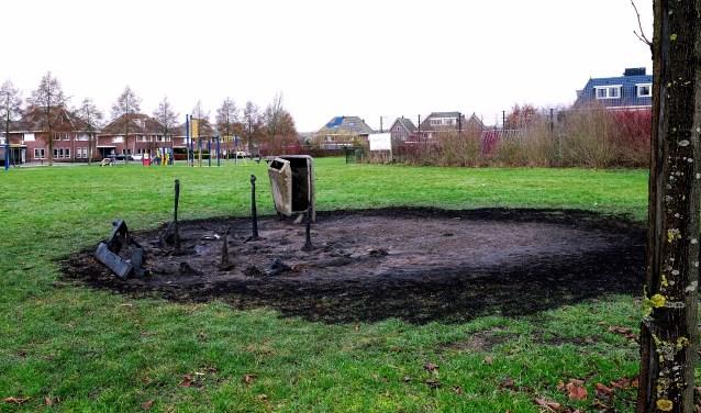 De treurige restanten van wat eens een mooie picknickbank was op het Schoneveld in Achterberg. Gesneuveld als gevolg van een incident tijdens de jaarwisseling.