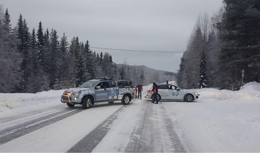 Pech onderweg? Dan is het de bedoeling dat de deelnemers elkaar helpen tijdens de Arctic Challenge. Meer info over de rally is te vinden op www.arctic-challenge.nl.