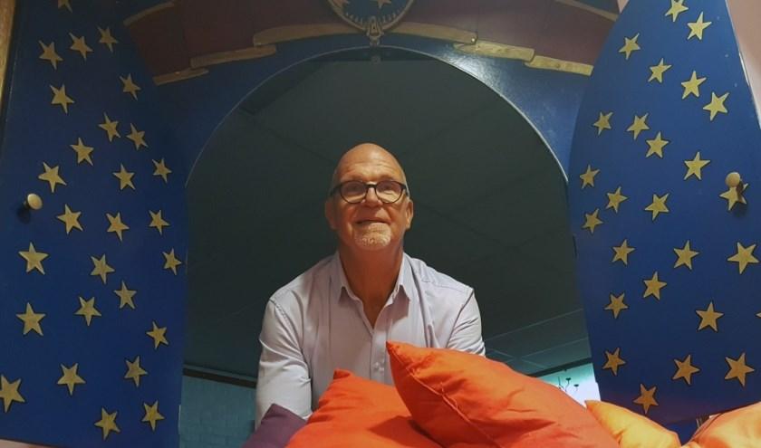 Hoewel pensioengerechtigd is het nog steeds 'show must go on' voor poppenspeler Jan Roosenboom. Hij speelt zijn voorstellingen vooral voor jong, maar ook oud(er) vermaakt Jan graag.