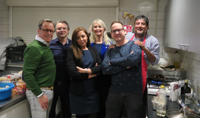 V.r.n.l. Kok Adrian Velasquez,  Robbie 't Jong, Miriam Renzen, Maryam Mozahab,René Ritmeijer en Elmer Bouwer. (tekst en foto G.v.Someren)