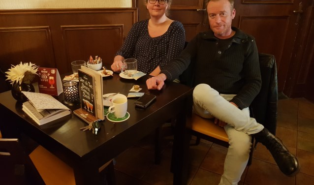 Gerben de Vos en Karin van der Velden, bewindvoerder Stichting CAV.