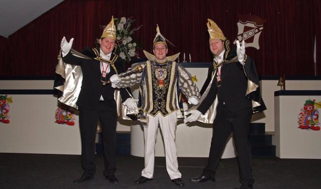Prins Berry den Eerste met zijn adjudanten Thijs Römer (links) en Bart Berendsen. (foto: Ad Wagenaar)