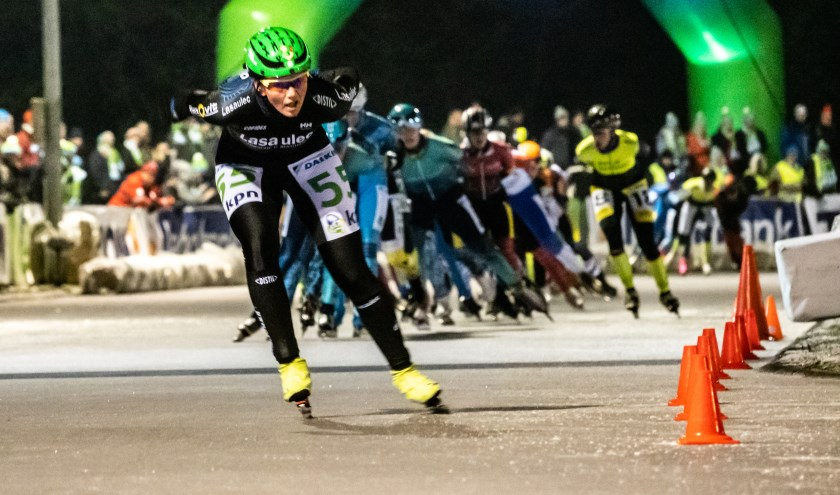 Volop strijd vorige week tijdens de marathon. Hier rijdt de latere winnaar bij de vrouwen Rixt Meijer weg uit de groep.