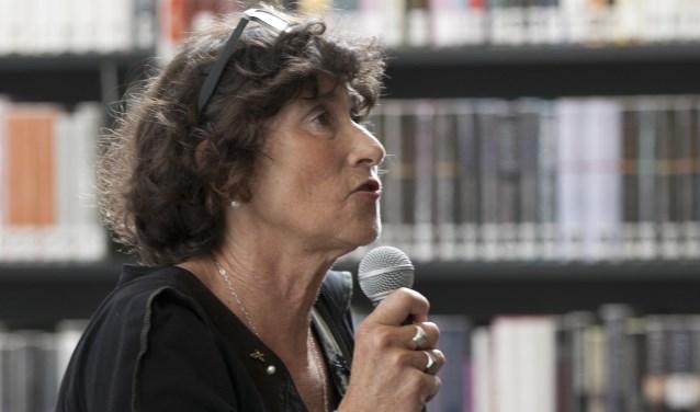 Jet Rotmans is een van de zes genomineerden om Stadsdichter van Zutphen te worden (Foto: Martin Hollering)