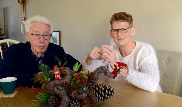 Al een beetje in kerststemming vertellen Ali en Aart Donker over hun belevenissen bij de vrijwillige brandweer en de brand van Het Veerhuis op 1e Pinksterdag, 10 juni 1980.