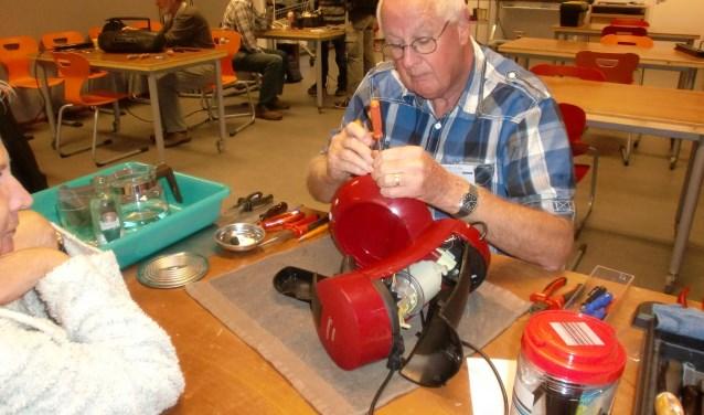 Dinsdagavond kunt u met al uw kapotte spullen weer terecht in het Repair Café bij BaLaDe aan de Balade 1 in Waalwijk. Reparaties zijn gratis, een vrijwilligeb bijdrage wordt op prijs gesteld.