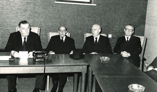Broederlijk bijeen. Van links naar rechts: ds. A. Bregman, ds. J. Mol, ds. G.A. Zijderveld en ds. J. Karels.