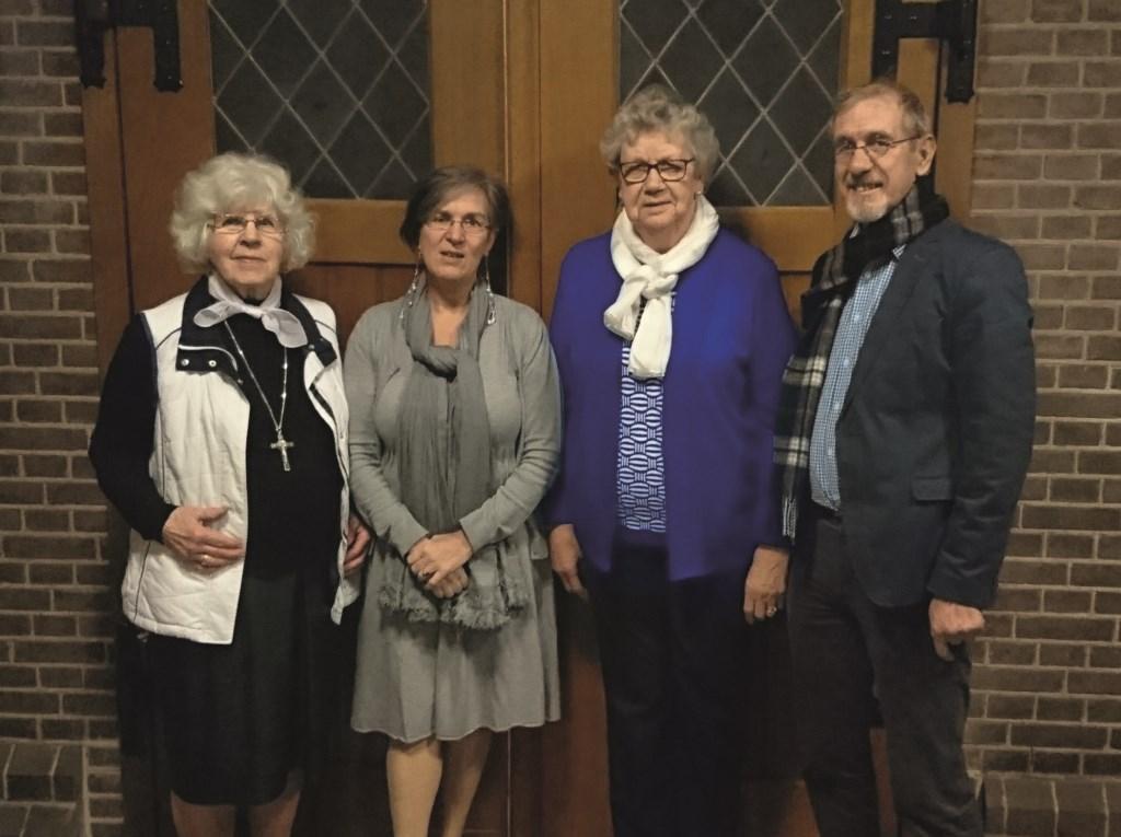 Vier van de zes werkgroepleden die de viering van 26 januari voorbereiden (vlnr): Anne Lem, Marian de Groot, Leny Jansen en Maurice Denie.