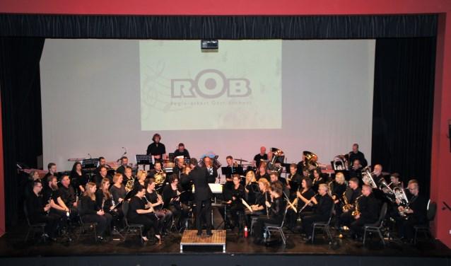 Het Regio-orkest Oost-Brabant onder leiding van Bart van Zutven.