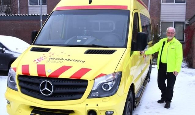 Riny van der Donk is al vier jaar vrijwilliger op de Wensambulance. Als chauffeur zorgt hij voor een mooie laatste wens van de patiënten.