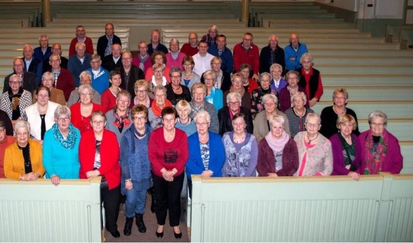 In het jaar 2016 vierde het koor haar 95-jarig bestaan. Ter gelegenheid van dat jubileum werd bovenstaande foto gemaakt. Foto; Hoop op Zegen.