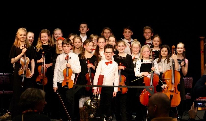 Het jeugdsymfonieorkest OpStreek na hun optreden afgelopen zaterdag. FOTO: Hanneke Sollman