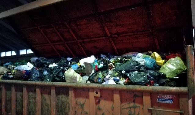 In totaal werden drie grote afvalcontainers gevuld. De inhoud daarvan weegt maar liefst 18.000 kilo, dat zijn 785 volle huishoudkliko's.