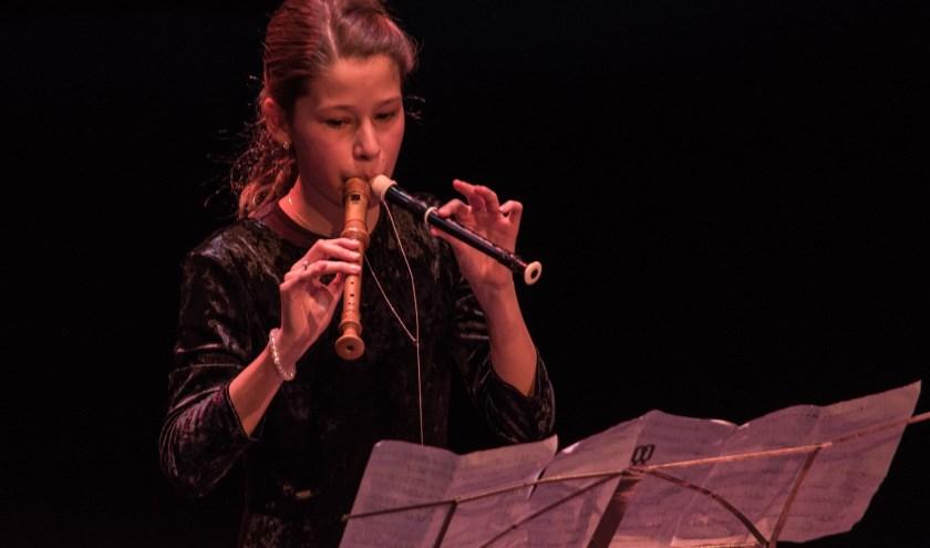 Emma Harbers wint de talentenjacht in Nijverdal. Foto: Dick Sanderman