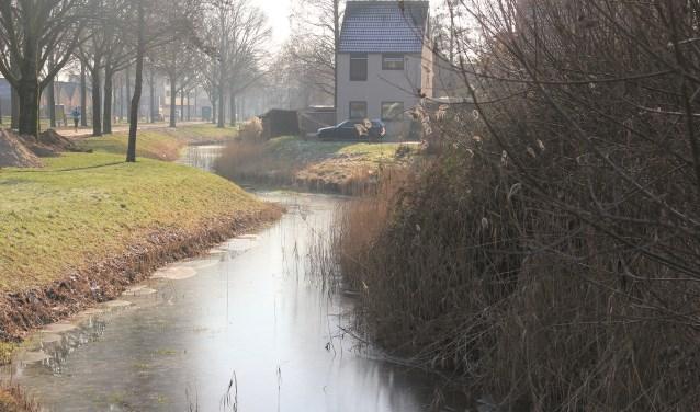 Door het afsluiten van drainages en (gedeeltelijk) dichtzetten van duikers kan regenwater de bodem intrekken en wordt het niet via de beken en rivieren afgevoerd.