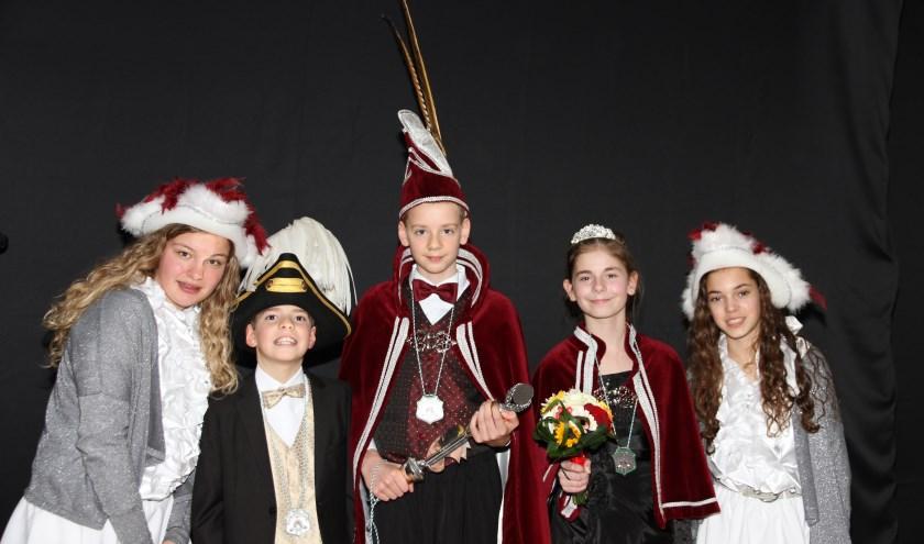 V.l.n.r.: hofdame Nille, jeugdadjudant Julan, jeugdprins Michael, jeugdprinses Julia en hofdame Evia.