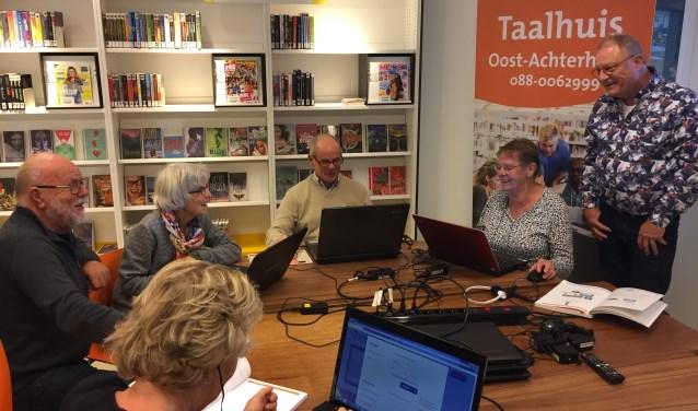 De Bibliotheek verzorgt al enige tijd de cursus Klik & Tik. Tijdens deze lessen wordt geleerd hoe internet werkt.