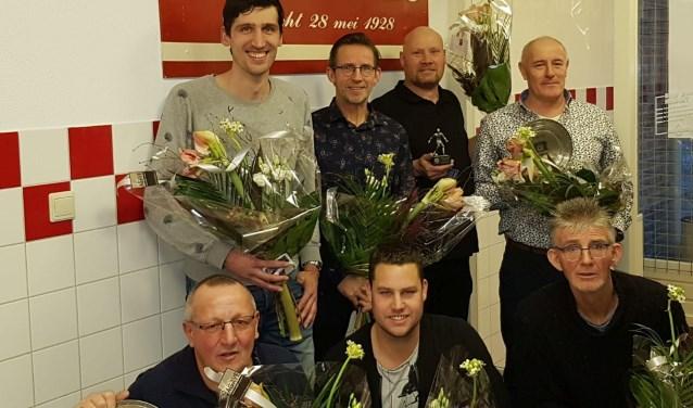 Vlnr: Hessel van Kessel, Gerard Vernooy, Marcel van Wel, Johan v Gruijthuijsen, gehurkt Toon van Mook, Rob Zondag, Sjaak Vernooy.