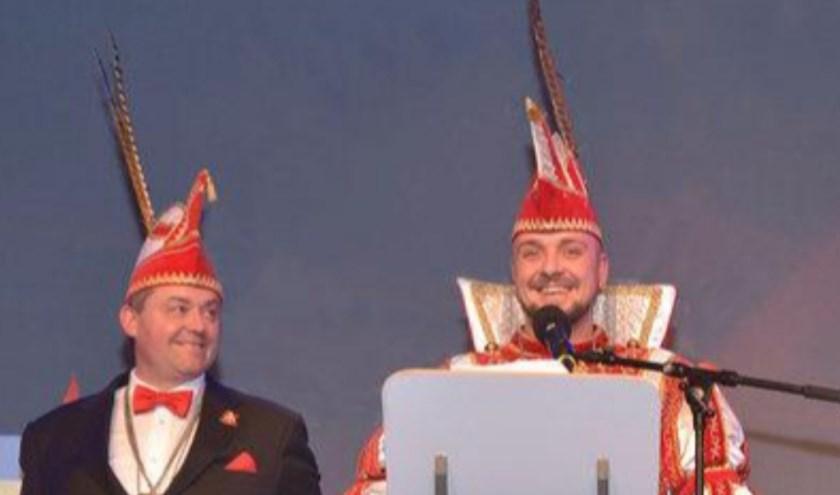 Prins Bart de Eerste (rechts) en adjudant Peter. De leus voor dit jaar is: Petje af ... Poar neem'n! (foto: PR)