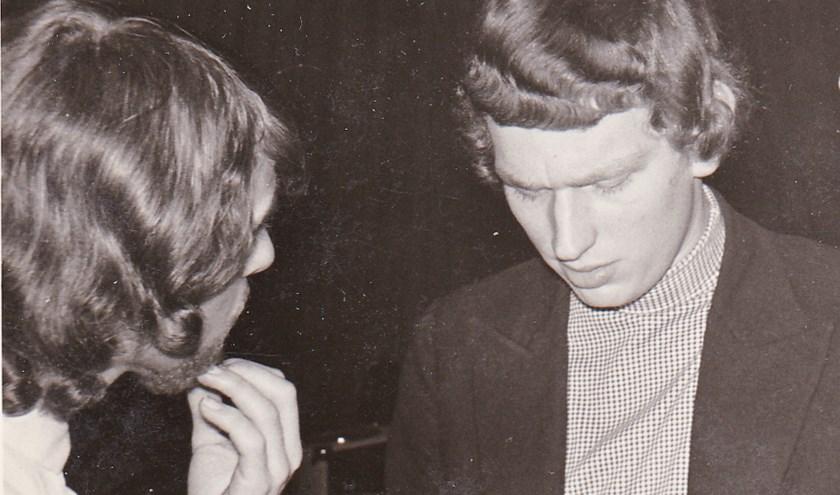 Pel Kotkamp in gesprek met een Bintang. Foto: Gerri Kotkamp