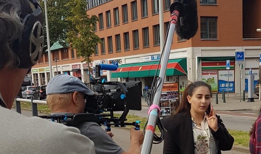 Op allerlei plekken in Den Haag zijn de scenes opgenomen.