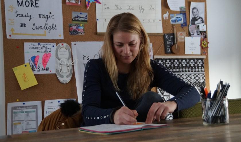 Inge van Wijgerden stimuleert kinderen graag om creatief aan de slag te gaan met taal. Ze wil kinderen meegevendat ze zich vrij mogen voelen om alles op te schrijven