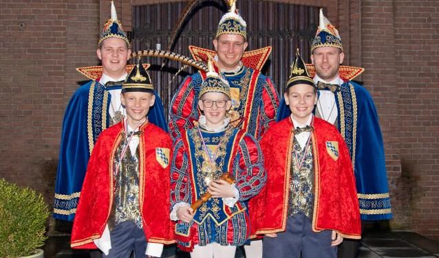 v.l.n.r. boven: adjudant Luuk Bolder, Prins Niels de 1e en adjudant Jaco Gerritsen v.l.n.r. onder: adjudant Loek Jansen, Jeugdprins Stijn Duis de 1e en adjudant Luuk Geurts