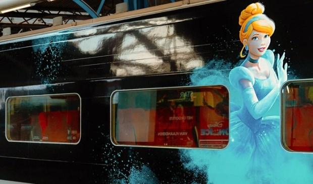 De sprookjestrein die vanaf vandaag Rotterdam CS aandoet. © Disney