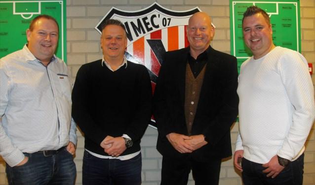 Van links naar rechts Gert van Maurik, Gert van Esterik, voorzitter Jos van Rouwendaal en Roy van Rooijen.