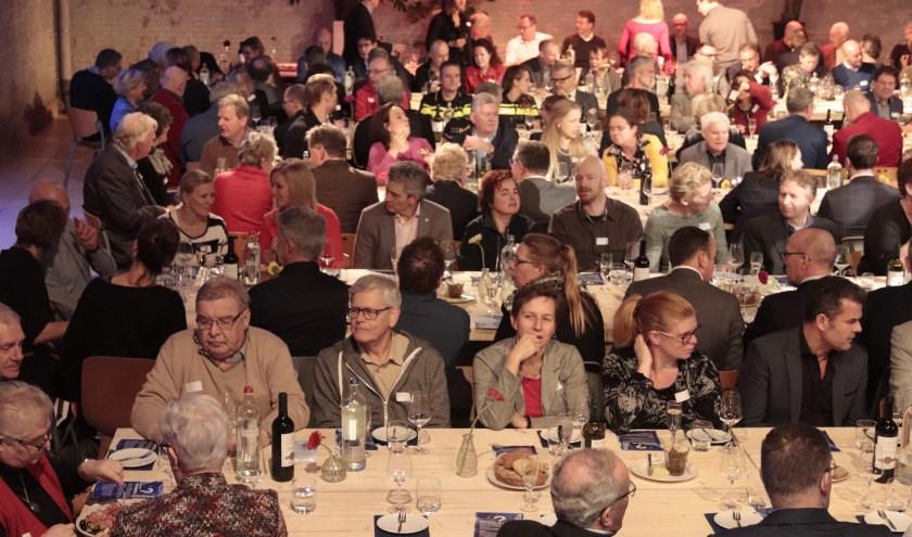 Er waren lange tafels neergezet voor de nieuwjaarsreceptie van het bedrijfsleven en de gemeente Culemborg.