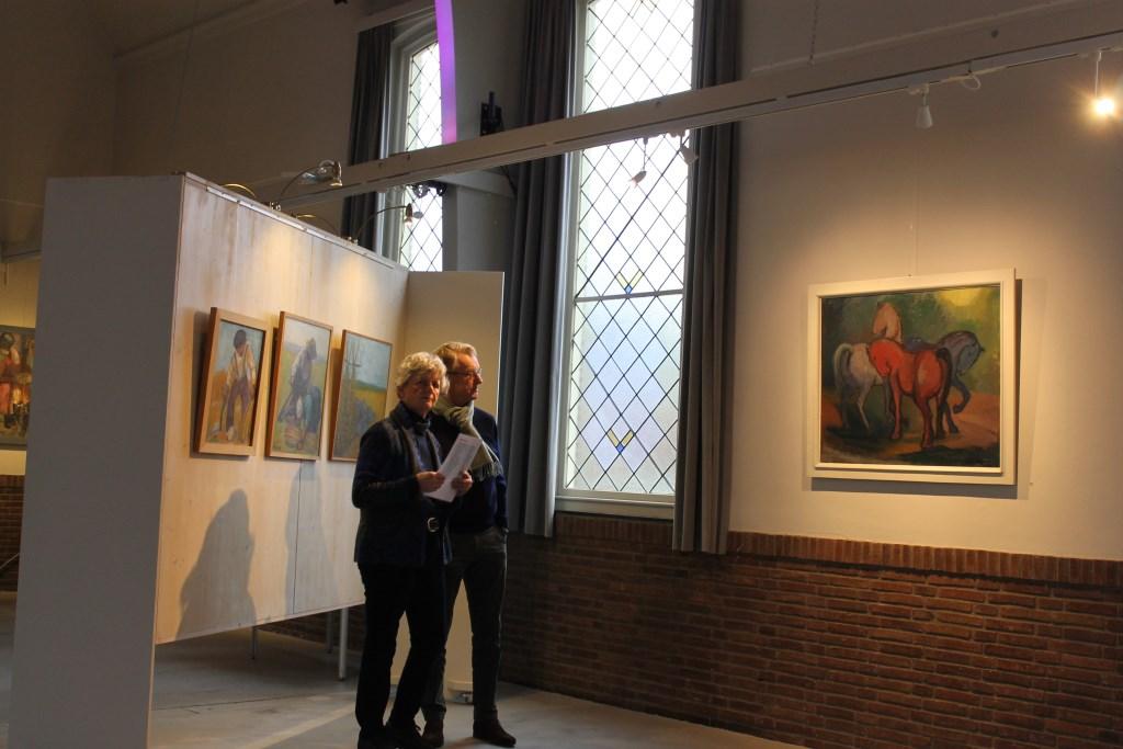 In de kerkzaal van de Koppelkerk Bredevoort zijn ruim 70 werken geëxposieerd van Stien Eelsingh en Elisabeth Heuff. Foto: Leo van der Linde © Persgroep