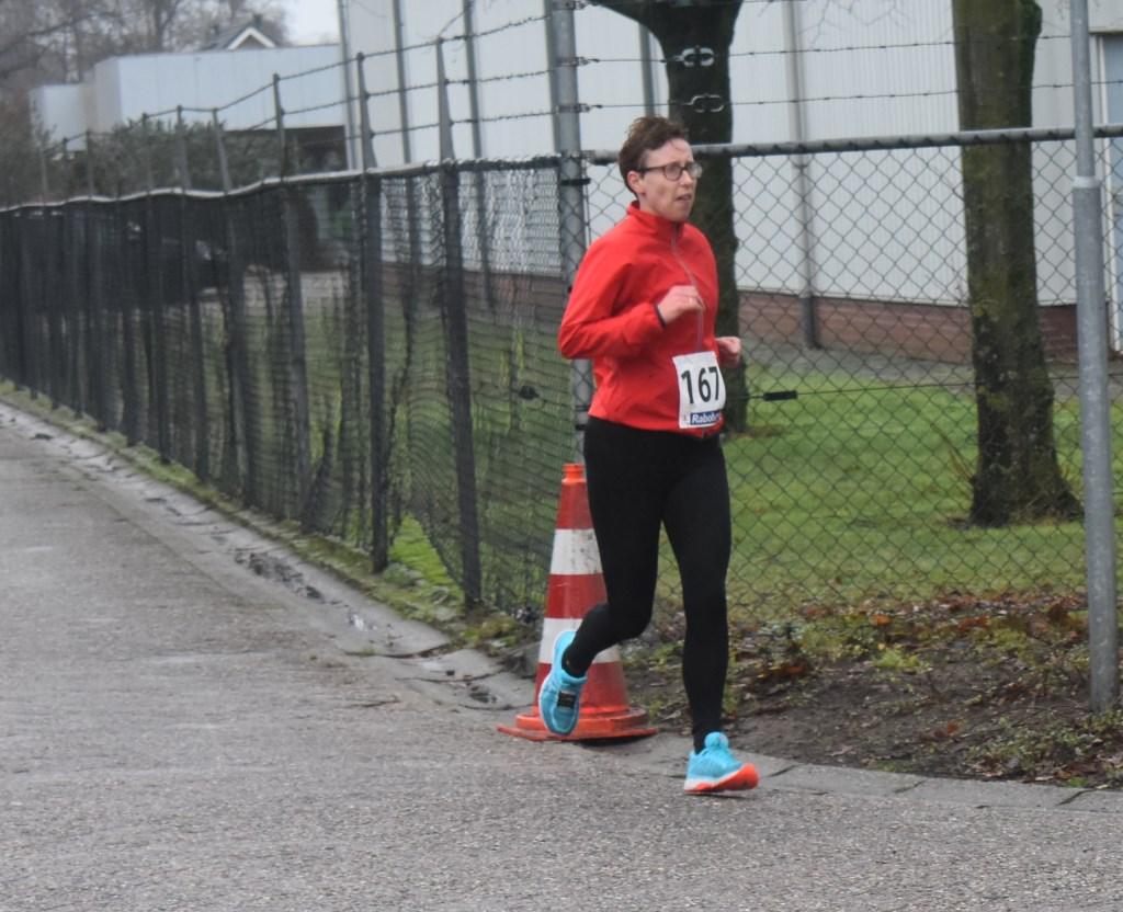 De Rijssense Annette Bouwhuis heeft met een tijd van 55.32 de vierde plaats behaald bij de tien kilometer. Foto:  © Persgroep