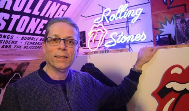 Rob Schoenmakers in zijn minimuseum, gewijd aan de Rolling Stones. (Foto: Rob Weekers).