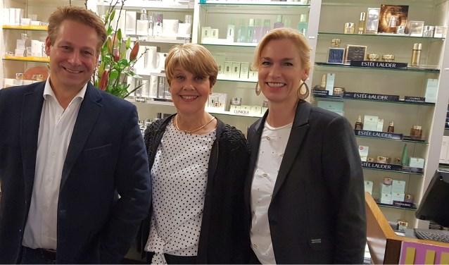 Angela Wouters (midden) is 50 jaar in dienst bij de zaak van Marc en Alice Appels.