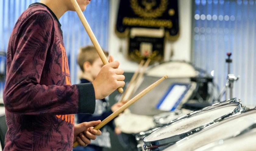 Losgaan op slagwerk met Play the Beat Kidzz. Foto: