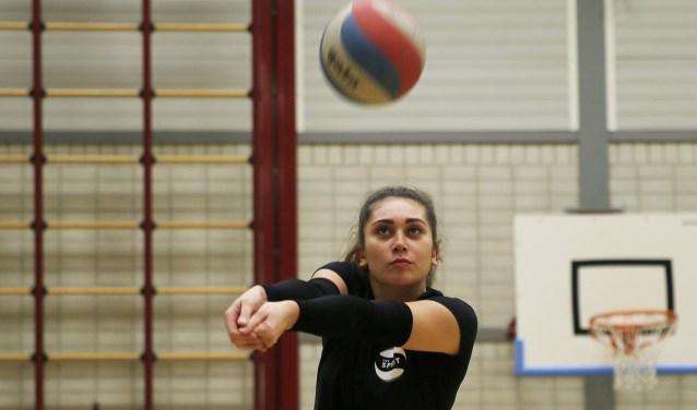 Kayleigh Stolk, één van de sterkhouders van volleybalclub Spirit.