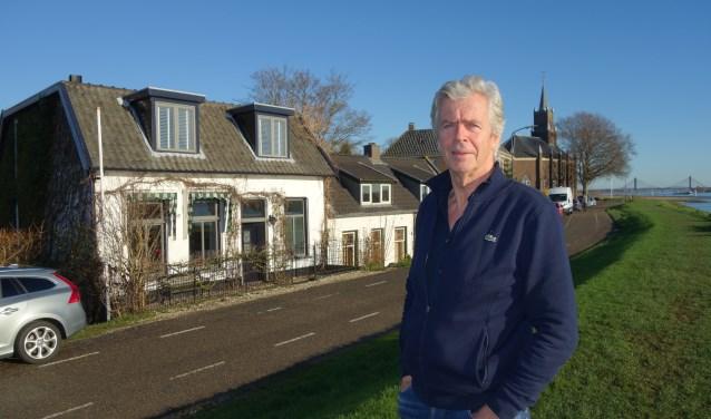 Jur van der Lecq (GroenLinks) is een debutant in de gemeenteraad West Betuwe. ''Omdenken zit kunstenaars in het bloed.'' (Foto Michel Plass)