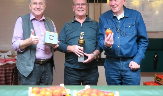 Leo Plaisier (midden) won het WVC Biljarttoernooi (Foto: Geert van Someren)