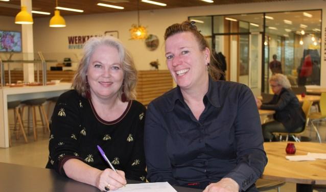 Rian Lukassen, districtsmanager UWV Rivierenland en Elfriede Boer, directeur Werkzaak Rivierenland tekenden de overeenkomst.