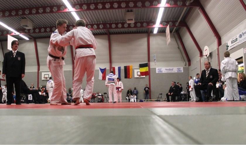 Overzicht judotoernooi in De Bieshaar, Hoogland.