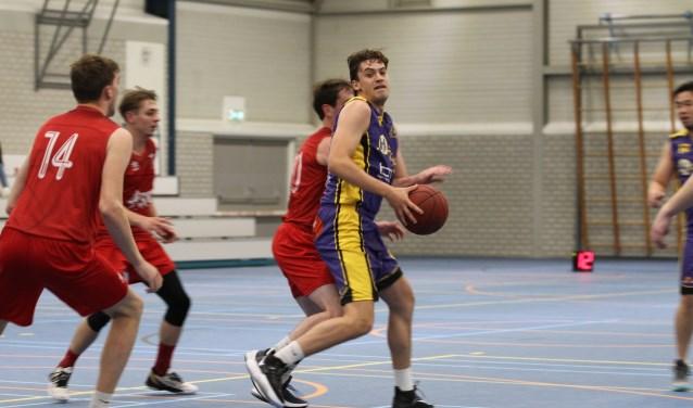 Basketballers blijven op titelkoers - Zuid Zenderstreek