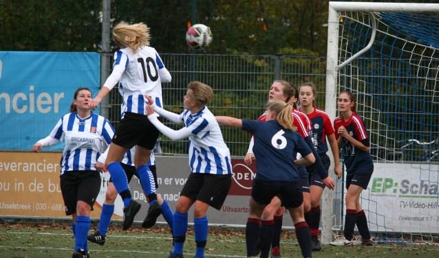 IJFC-vrouwen stijgen naar zesde plaats - Zuid Zenderstreek