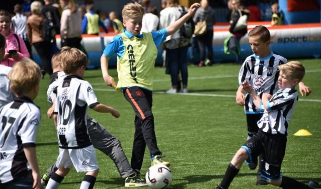 Heracles houdt een 4 tegen 4 toernooi voor de jeugd.