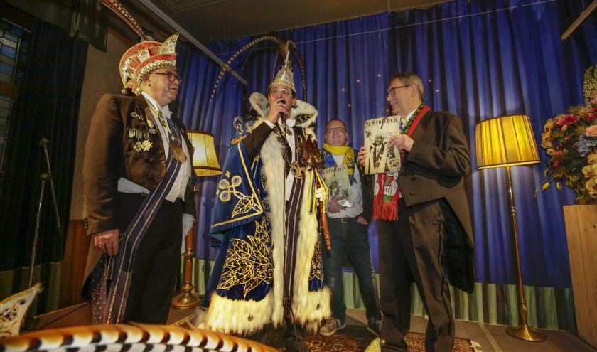 V.l.n.r. adjudant Arnoud Joosten, Prins Erik d'n Urste, Willem-Jan Schampers en wethouder Kees Marchal. Foto: Jurgen van Hoof.