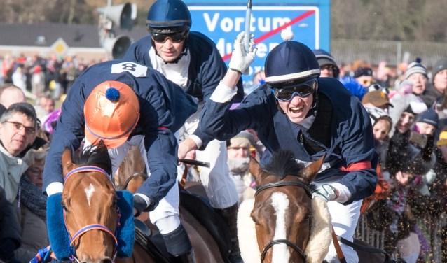 Op carnavalsmaandag 4 maart barst de koningsstrijd tijdens de Metworstrennen weer los. (foto: Rob Daanen)